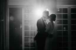 Zdjęcie pary młodej wykonane na weselu w dworze Afrodyta przez fotografa na ślub, woj. mazowieckie, Radziejowice