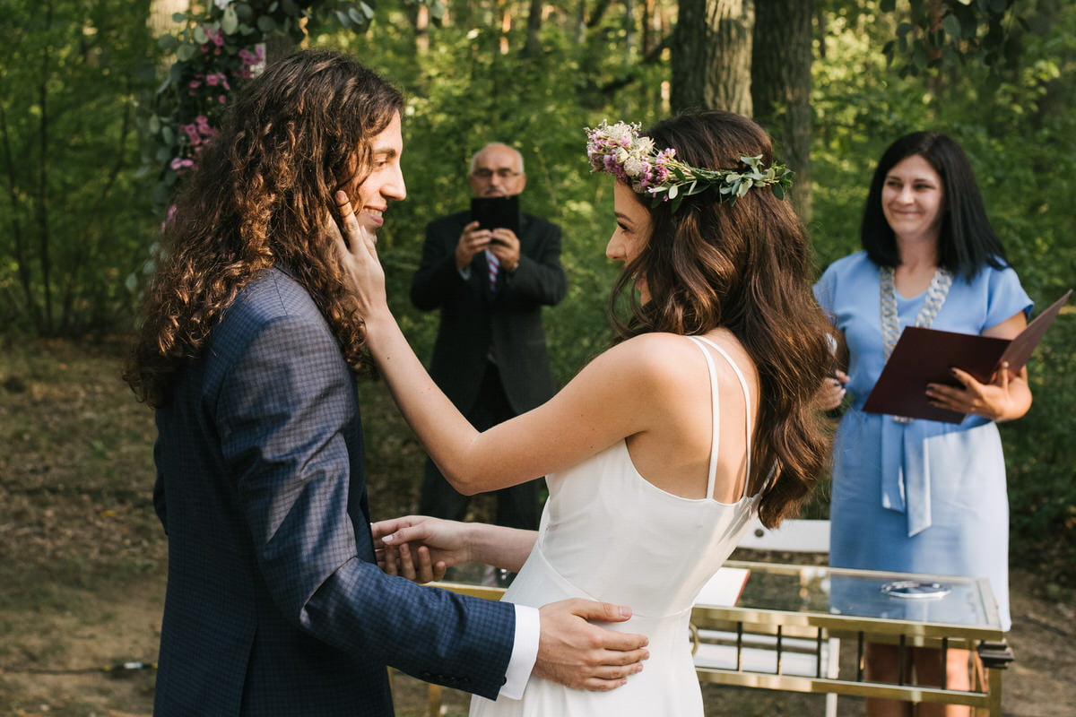 plenerowy ślub cywilny w lesie pod Warszawą