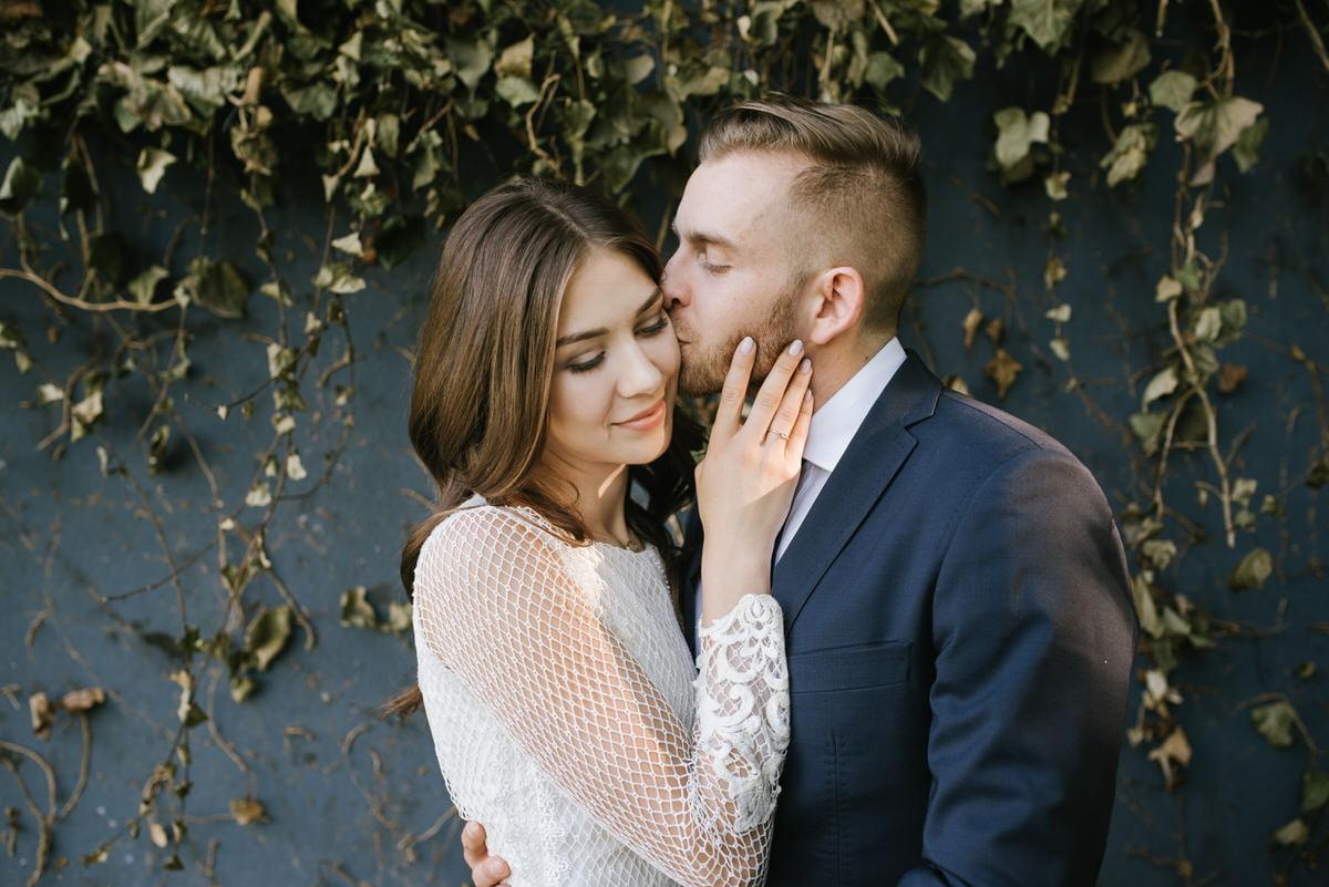 zdjęcie zakochanych w obiektywie Kozinskifoto fotograf ślubny mazowieckie